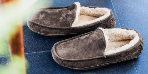 07146516d6415a 9 Best Slippers for Men in 2018 - Comfortable Mens Slippers