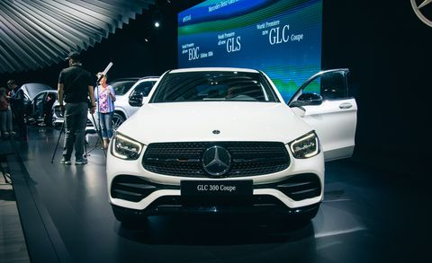 Land vehicle, Vehicle, Car, Auto show, Automotive design, Motor vehicle, Personal luxury car, Performance car, Crossover suv, Grille,
