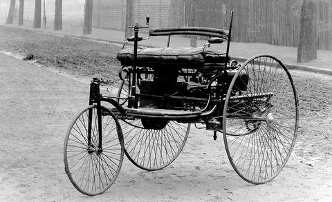 Land vehicle, Vehicle, Motor vehicle, Vintage car, Car, Black-and-white, Classic car, Mode of transport, Benz patent-motorwagen, Monochrome photography,