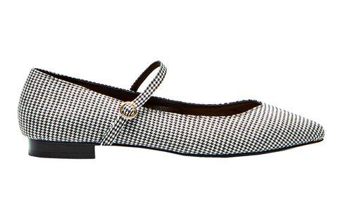 Las rebajas han comenzado. Te proponemos 24 modelo al mejor precio para que renueves tu zapatero con los zapatos de moda.