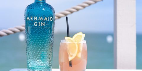 Drink, Distilled beverage, Liqueur, Alcoholic beverage, Paloma, Vodka, Bottle, Hpnotiq, Non-alcoholic beverage, Cocktail garnish,