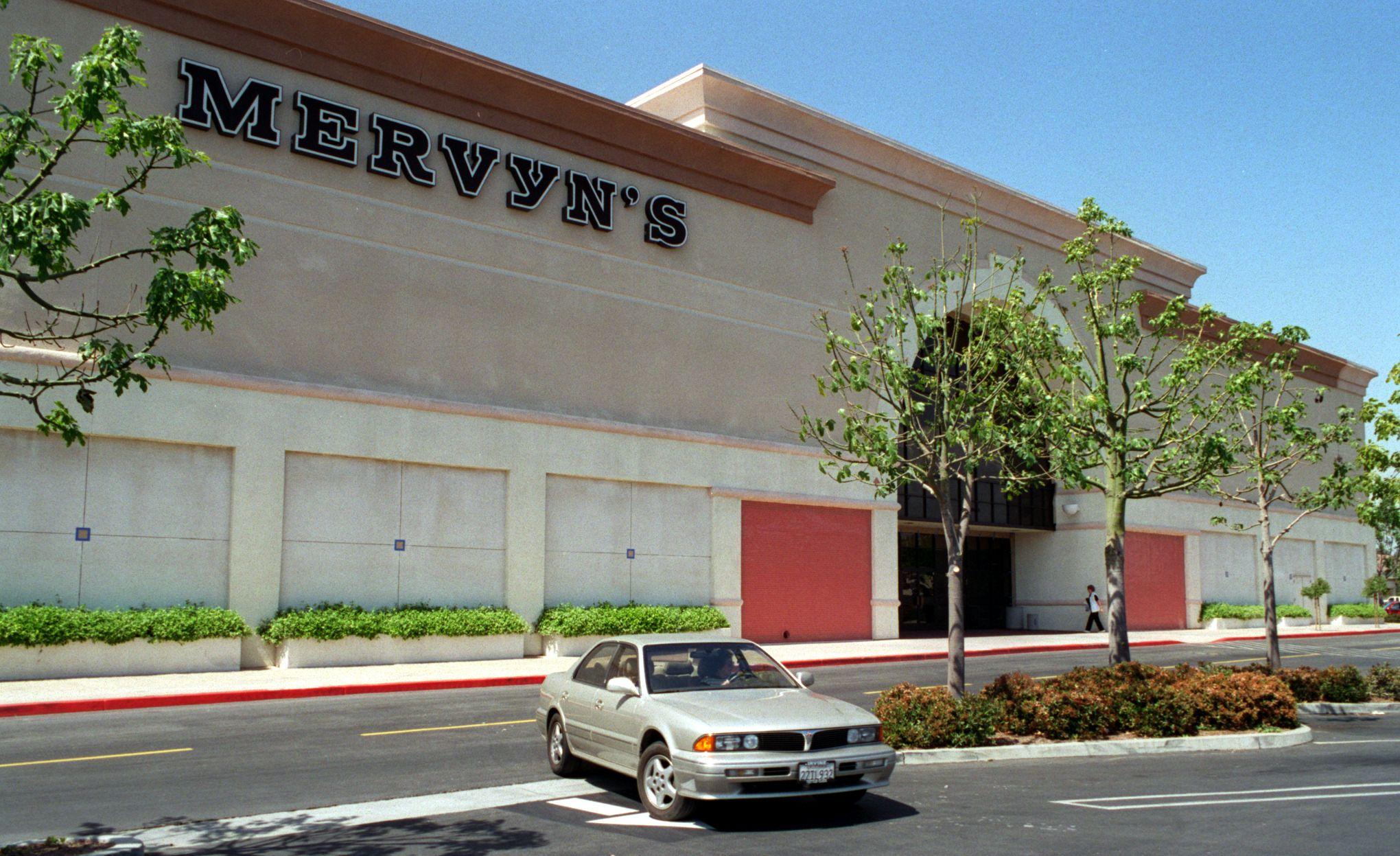 FI.Mervyn's.Outside.0410.GK—The exterior of Mervyn's , on Barranca, Irvine. Reporter:Recard