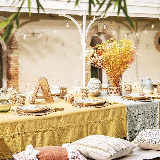 mesa en el jardín para celebrar