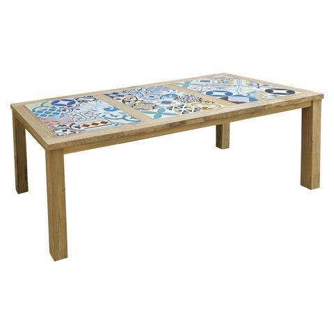 mesa de centro de madera con azulejos