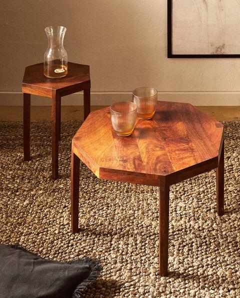 mesa de madera con forma octogonal