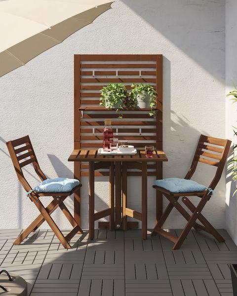 Panel con mesa y dos sillas ÄPPLARÖ de IKEA