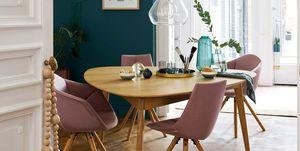 Comedor moderno con mesa de roble