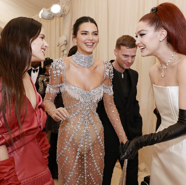 new york, new york   september 13 l r rosalía, kendall jenner and gigi hadid attend the 2021 met gala celebrating in america a lexicon of fashion at metropolitan museum of art on september 13, 2021 in new york city photo by arturo holmesmg21getty images