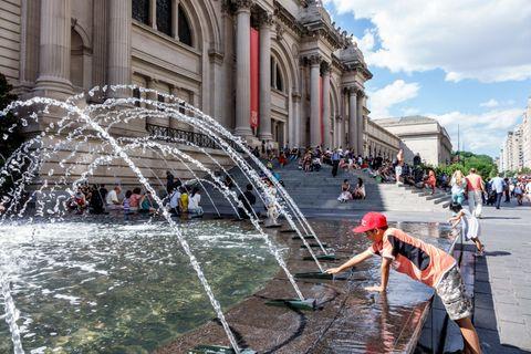 Metropolitan Museum of Art, Child Playing in Fountain