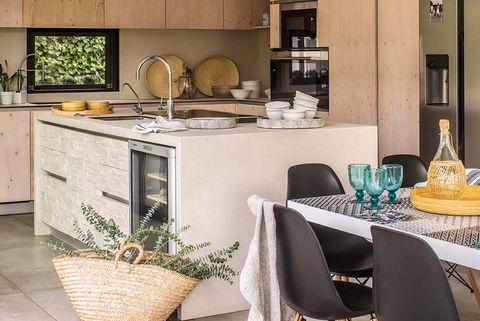 Cocina con office abierta al porche