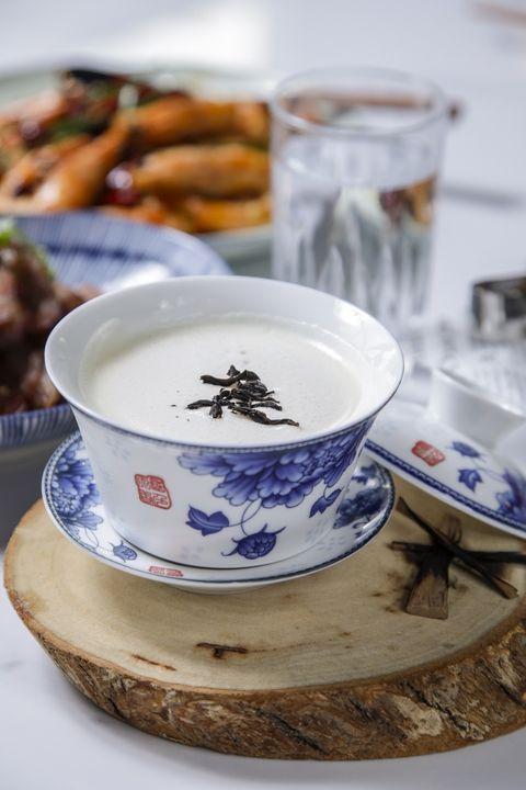 Porcelain, Blue and white porcelain, Dishware, Plate, Teacup, Saucer, Cup, Tableware, Ceramic, Serveware,