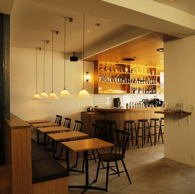 Room, Interior design, Building, Ceiling, Property, Furniture, Lighting, Dining room, Table, Floor,