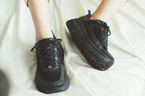 HOKA ONE ONE Bondi 6 Wide黑色機能球鞋看起來完全時髦呀!