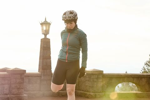 cyclist performing a dynamic warm up