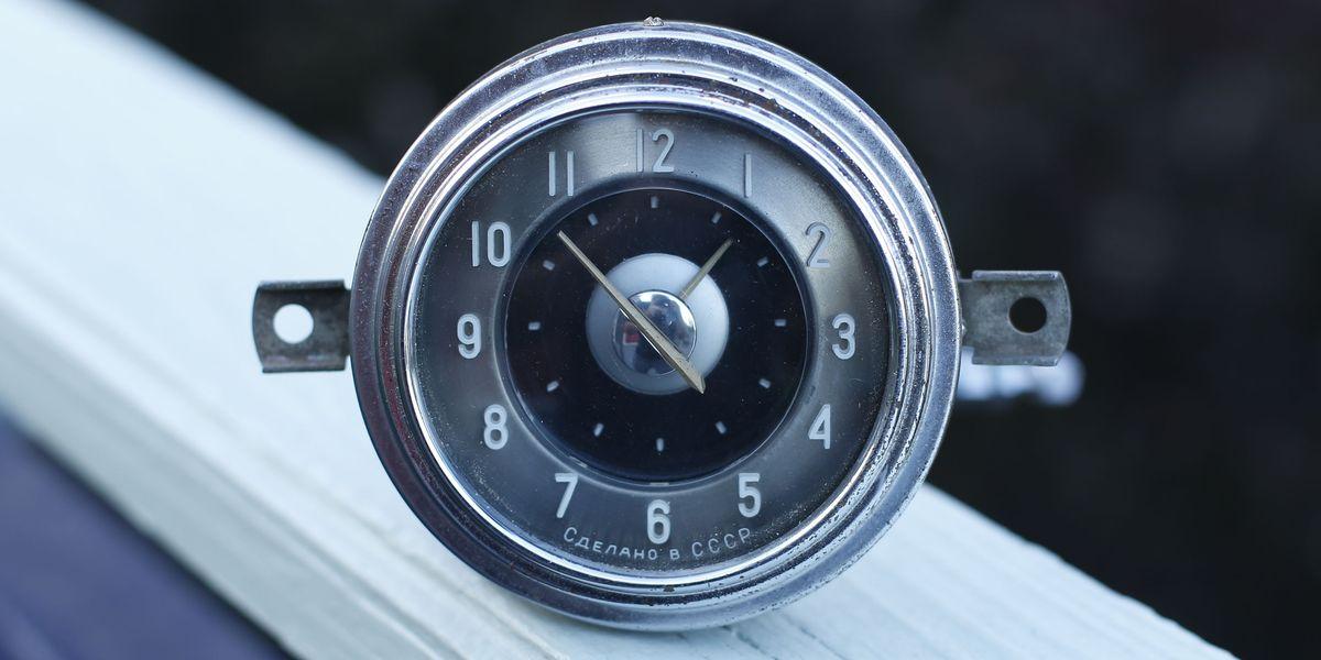 Car Clock of the Week: 1963 GAZ-21 Volga Analog
