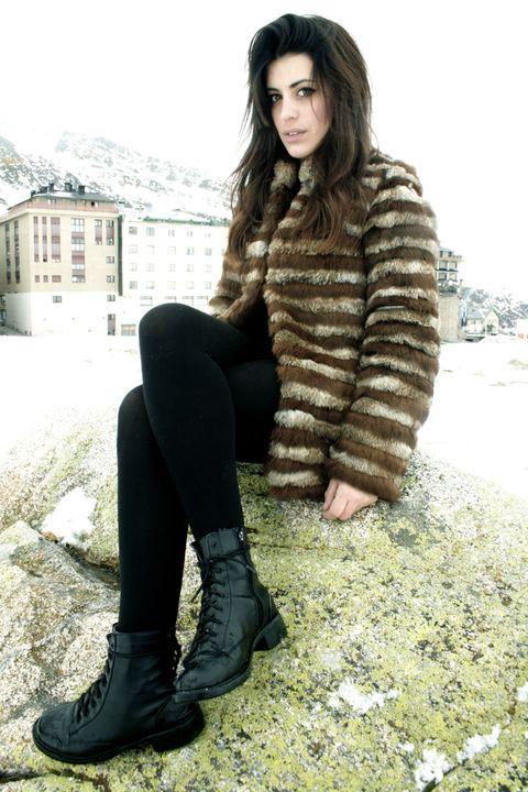Clothing, Beauty, Fur, Brown, Fashion, Winter, Footwear, Photo shoot, Sitting, Leg,