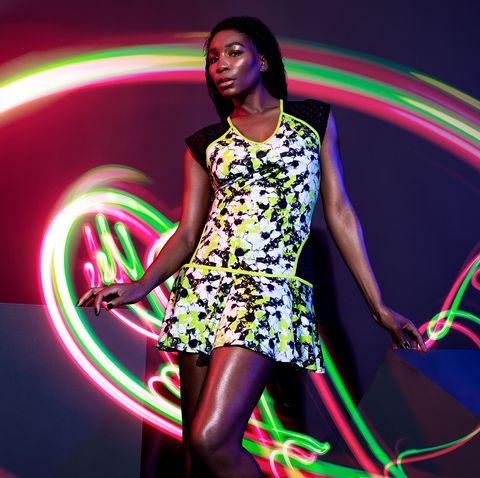 Hula hoop, Entertainment, Light, Neon, Performing arts, Poi, Light-emitting diode, Dancer, Visual effect lighting, Talent show,