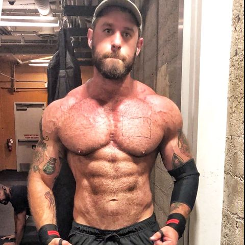 Barechested, Bodybuilder, Bodybuilding, Muscle, Abdomen, Chest, Chin, Arm, Stomach, Physical fitness,