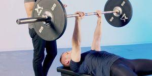 正しい「ベンチプレス」の方法 ― 上腕三頭筋と大胸筋を鍛えるトレーニング