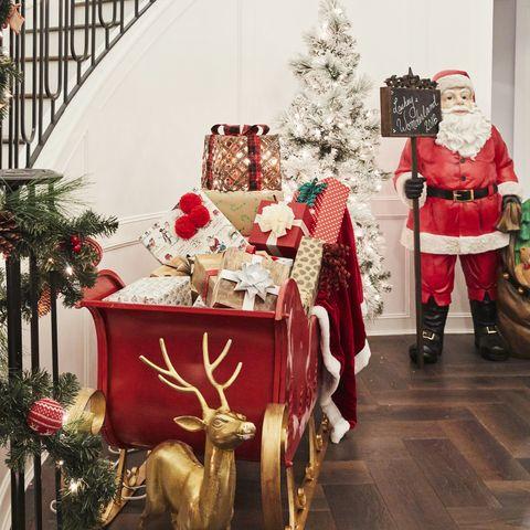 Christmas, Santa claus, Christmas decoration, Christmas eve, Christmas ornament, Christmas tree, Event, Tree, Holiday, Room,