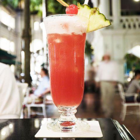 Drink, Cocktail garnish, Bay breeze, Non-alcoholic beverage, Singapore sling, Cocktail, Alcoholic beverage, Woo woo, Juice, Mai tai,