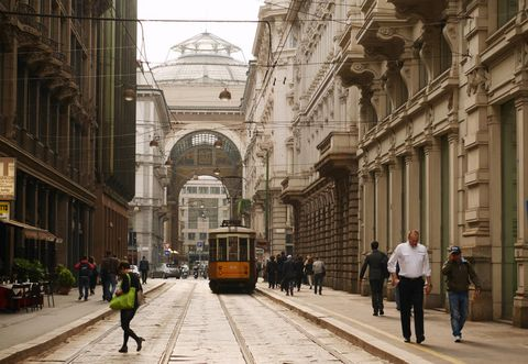 Building, Town, Transport, Architecture, Pedestrian, Landmark, Street, City, Urban area, Metropolis,