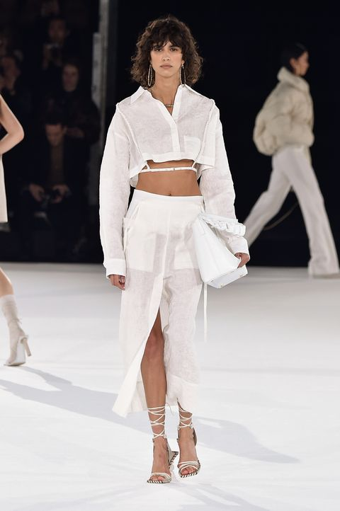 De beste fashion week looks van model Mica Argañaraz, Vogue's covermodel voor april 2020.