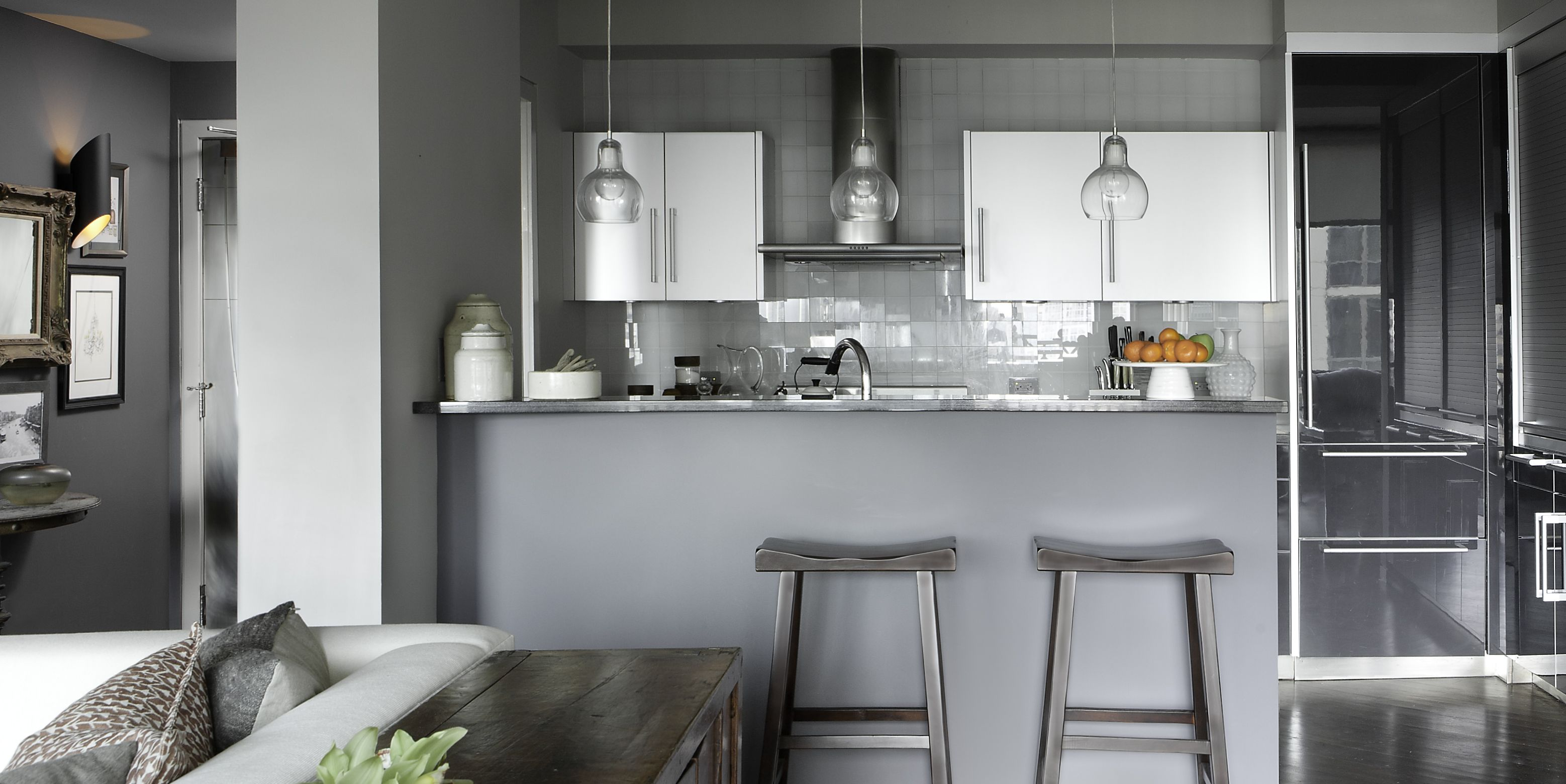 20 Gorgeous Kitchens with Glossy & Reflective Tiles