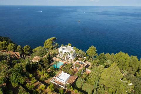 Aerial photography, Bird's-eye view, Promontory, Sea, Coast, Photography, Tourism, Landscape, Coastal and oceanic landforms, Estate,