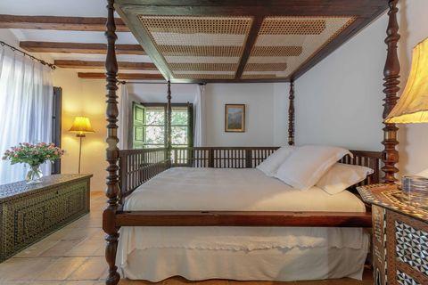 Bed, Furniture, Bedroom, Room, Property, Bed frame, Building, Interior design, Ceiling, Bed sheet,