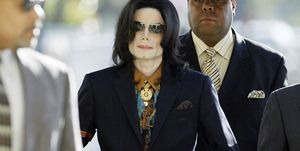 Michael Jackson arrives15 March 2005 at Santa Barbara County Courthouse in California, for another day of testimony in his child molestation trial