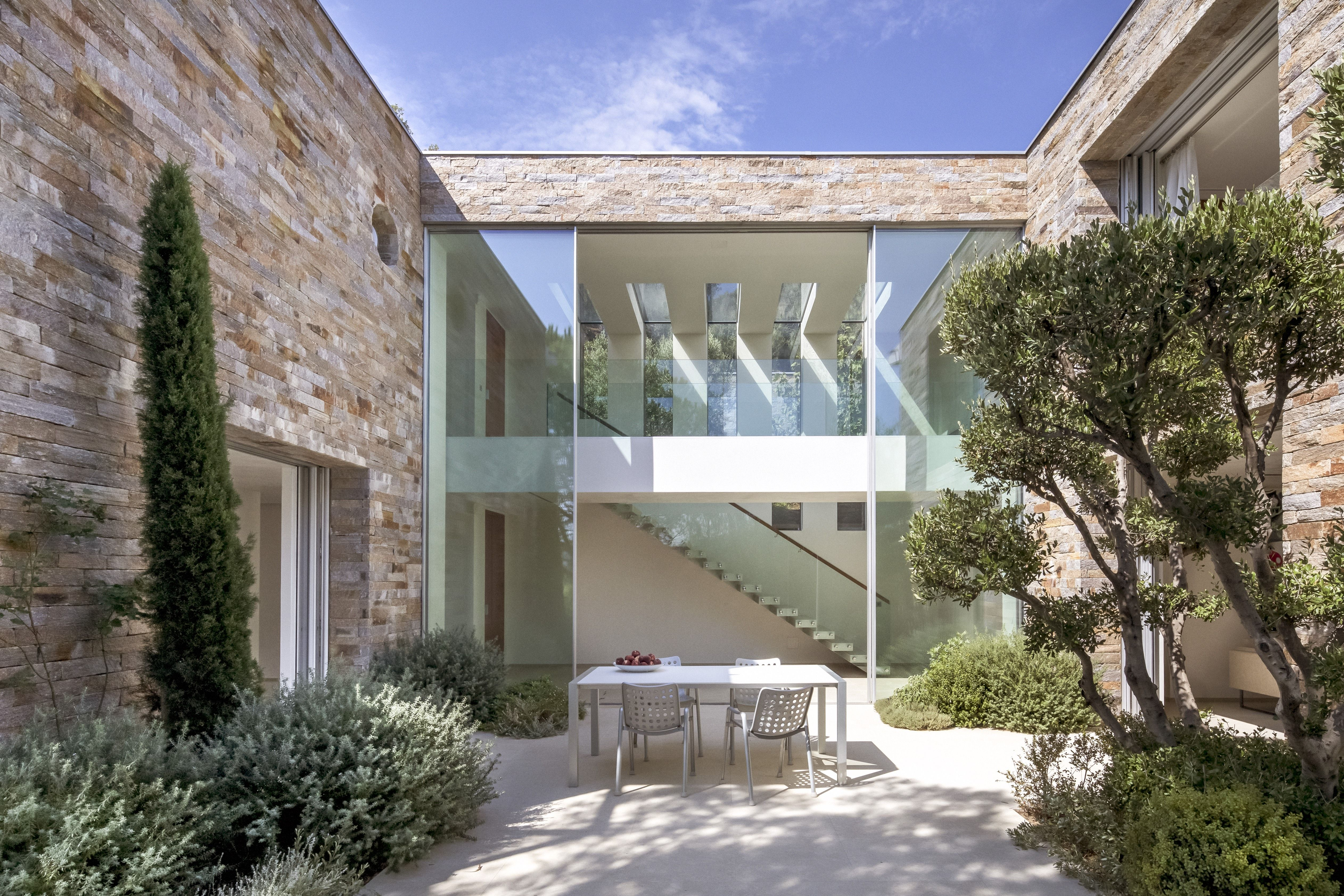 Designed to make the most of its views, this contemporary home is a window on the French Riviera
