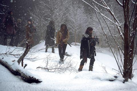 Danai Gurira nei panni di Michonne, Norman Reedus nel ruolo di Daryl, finale della stagione 9 di The Walking Dead