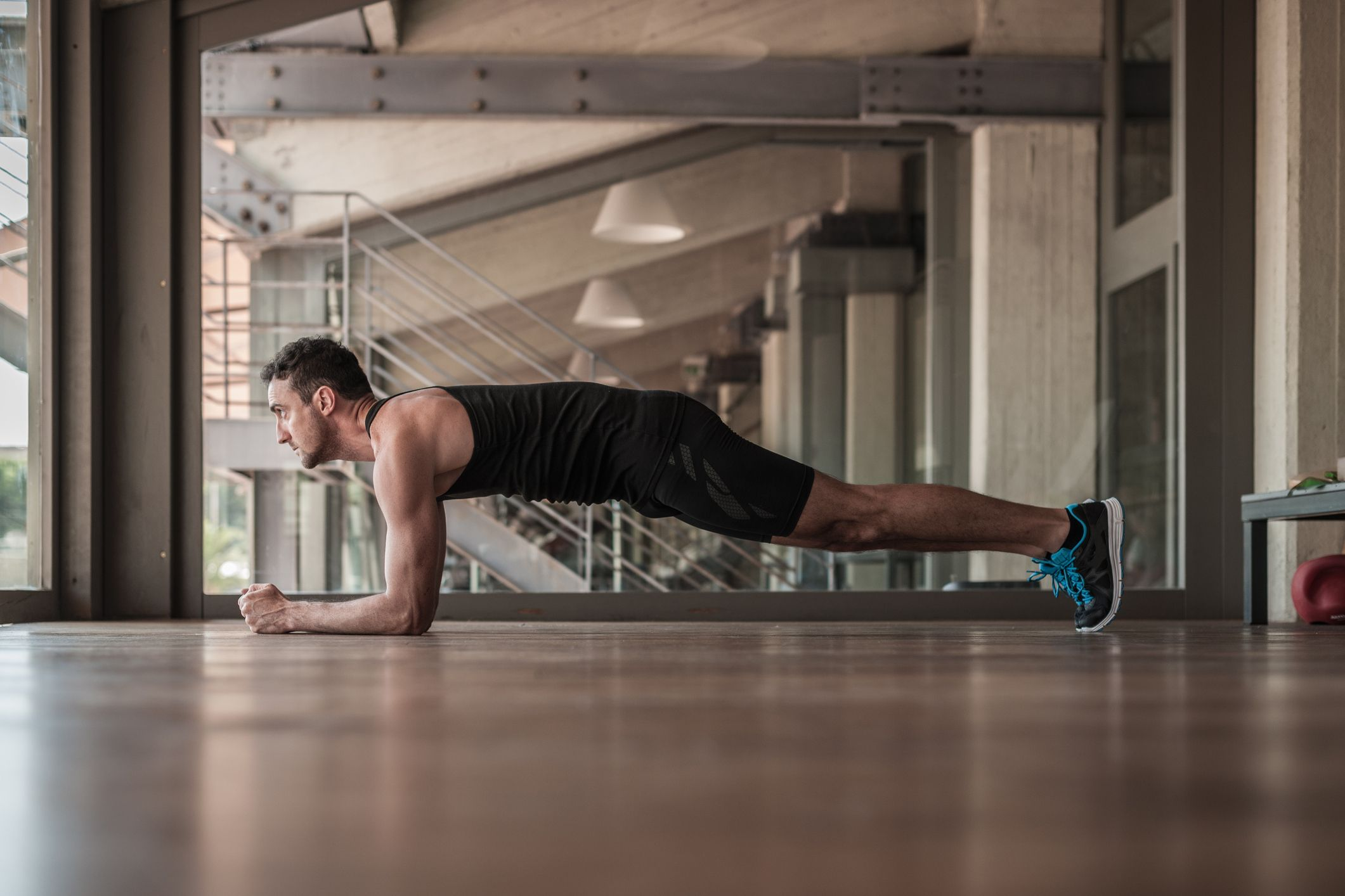 This Plank Row Finisher Will Strengthen Your Abs and Back