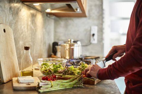 臨床栄養学の専門家に聞いた、自主隔離後も続けたいヘルシーな食習慣