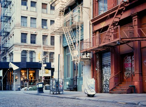 Urban area, Town, Building, Architecture, Neighbourhood, Street, City, Human settlement, Snapshot, Downtown,