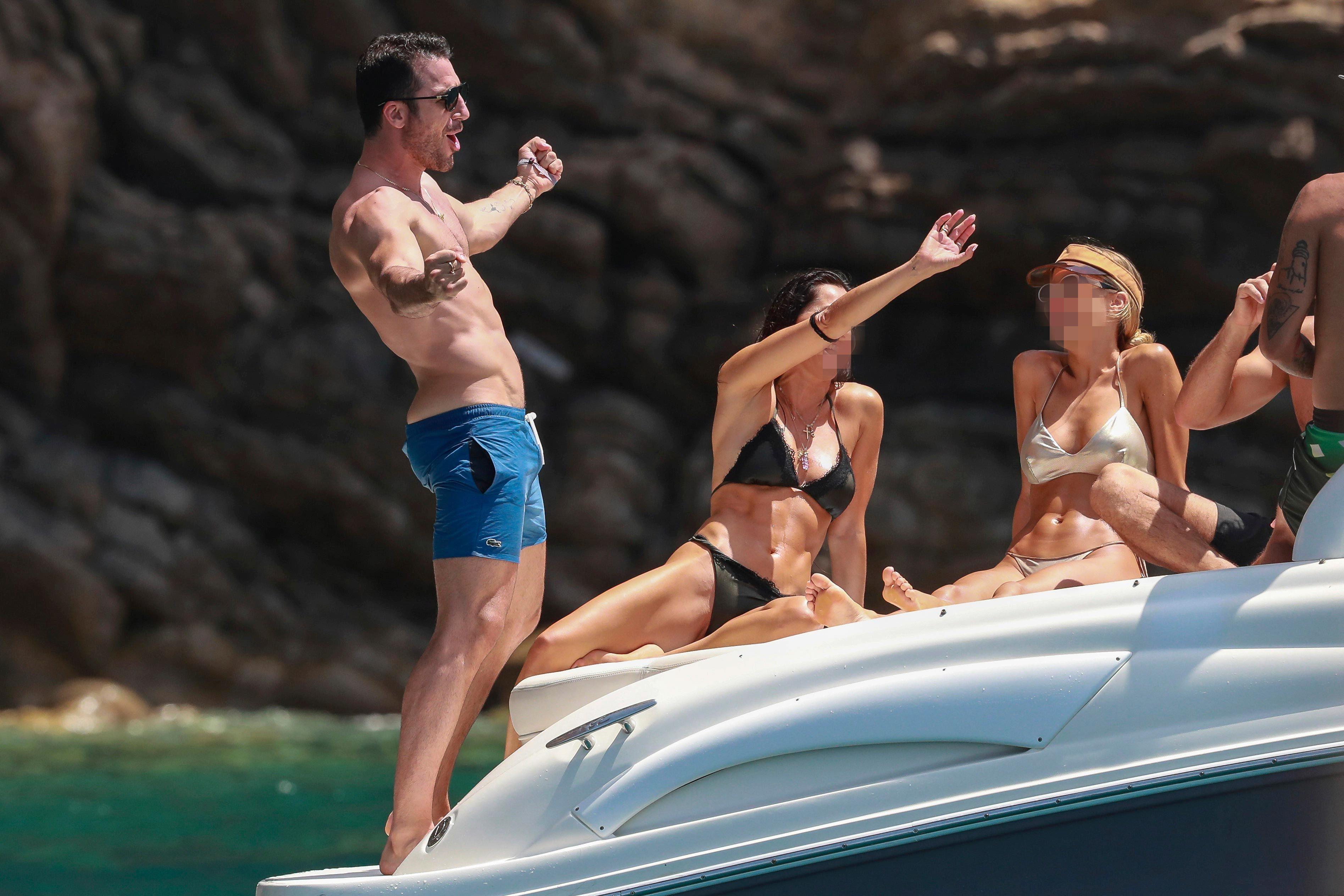 Miguel Ángel Silvestre luce cuerpazo en Ibiza