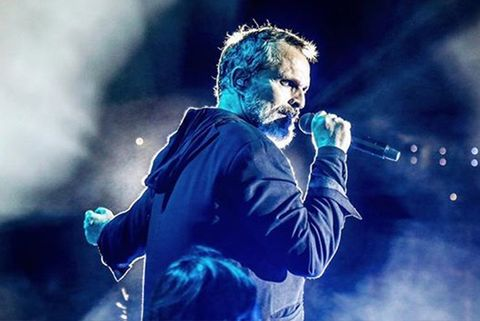 Miguel Bosé vuelve a preocupar por sus problemas vocales y su descuidado aspecto
