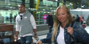 Belén Esteban y Miguel Marcos en el aeropuerto a su vuelta de Tenerife