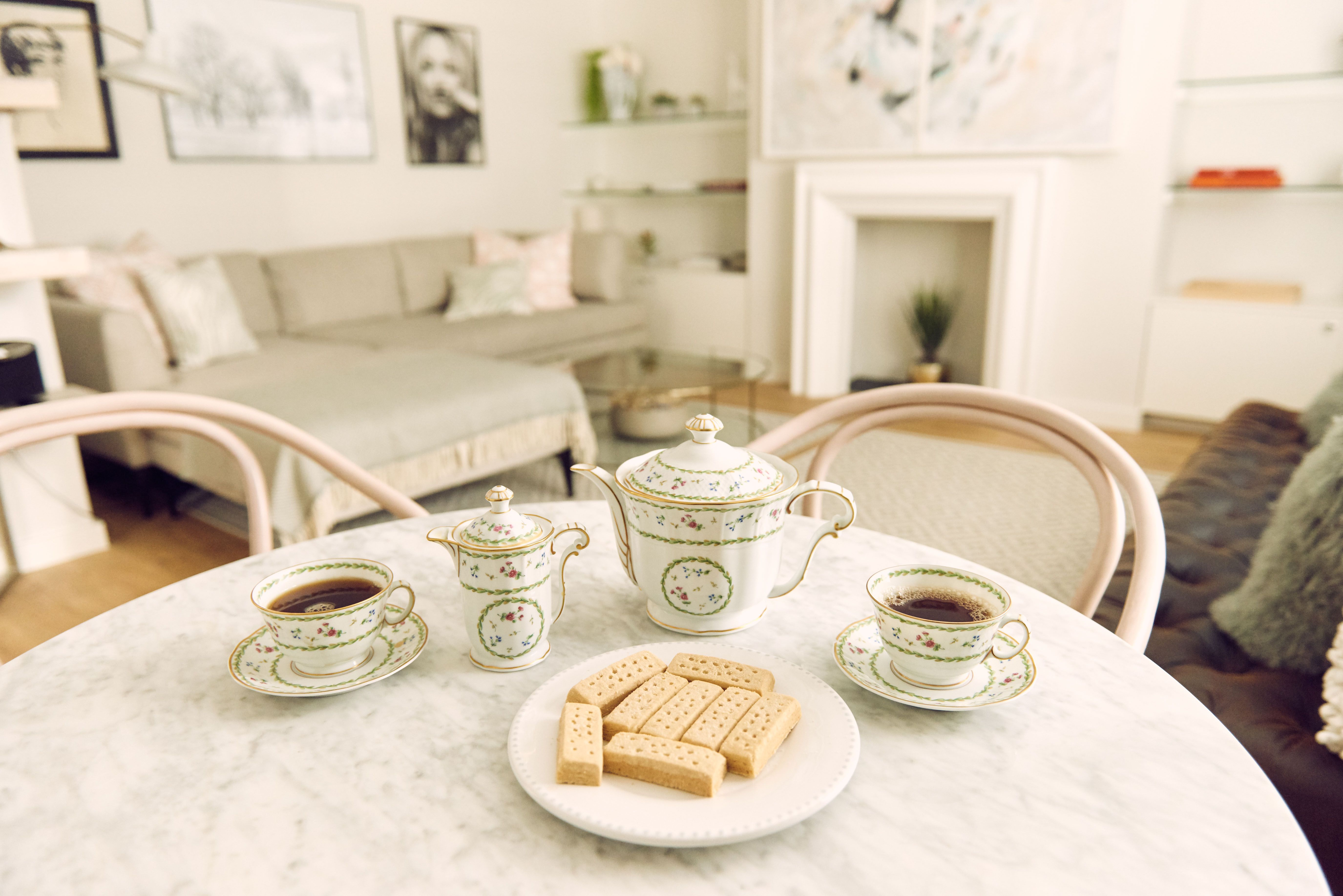 10 Royal Etiquette Tips For Hosting Guests At Home