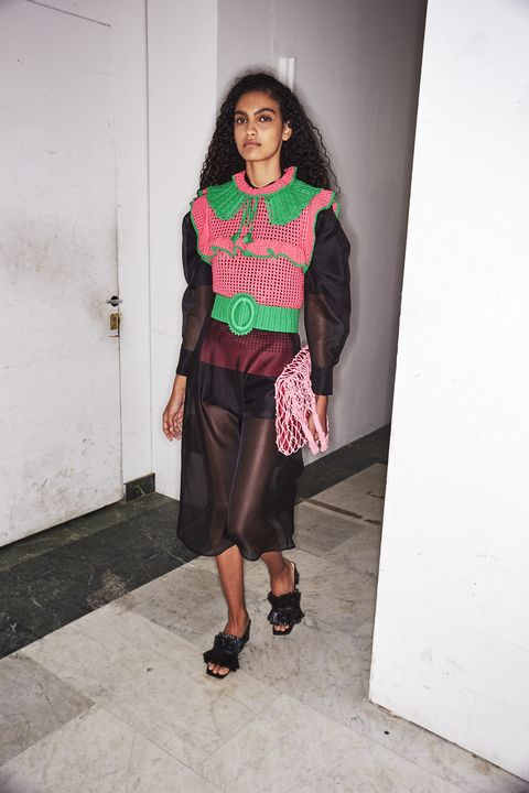 Human leg, Joint, Outerwear, Style, Street fashion, Fashion, Knee, Black, Maroon, Sandal,