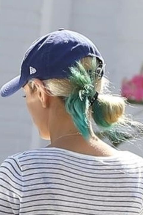 mila-kunis-blonde-blue-hair