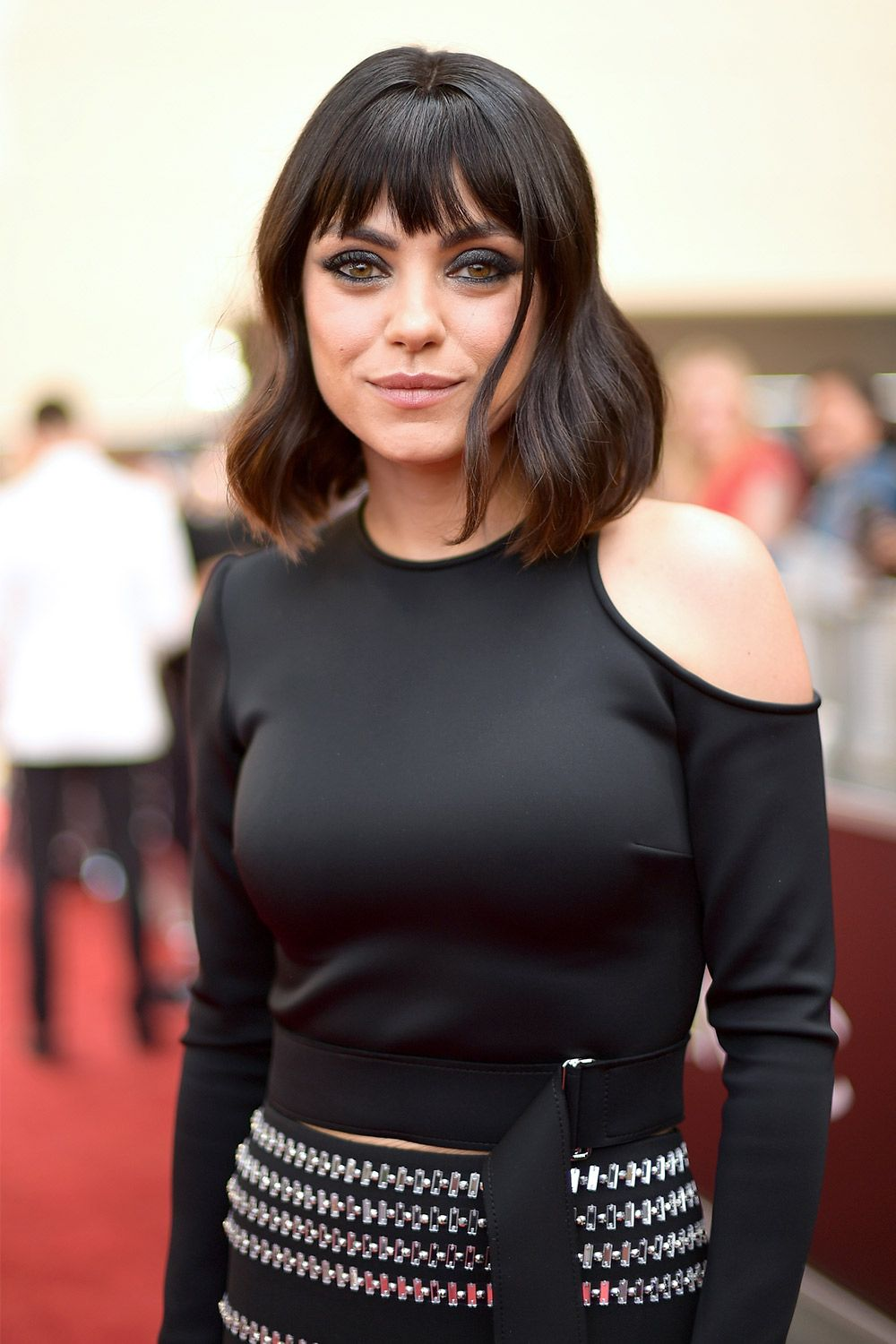 Mila Kunis Got A Bob And Bangs At The 2018 Billboard Music Awards Mila Kunis Haircut Photos