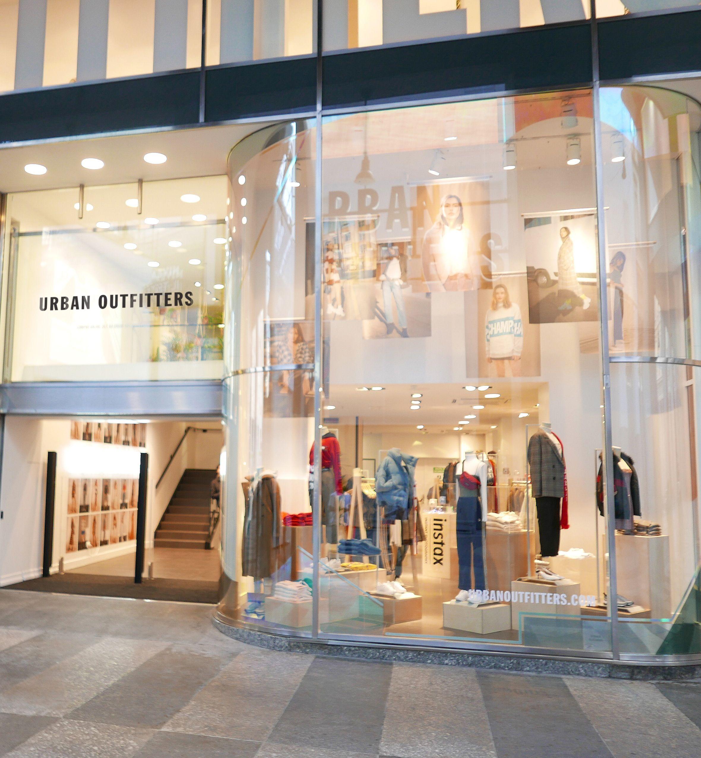 new products 30337 52a63 Urban Outfitters apre a Milano, e comincia il divertimento