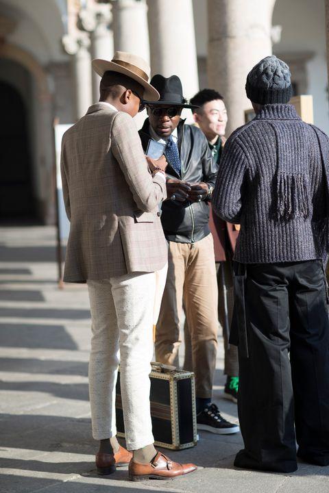Street fashion, Fashion, Suit, Standing, Snapshot, Hat, Fedora, Human, White-collar worker, Footwear,