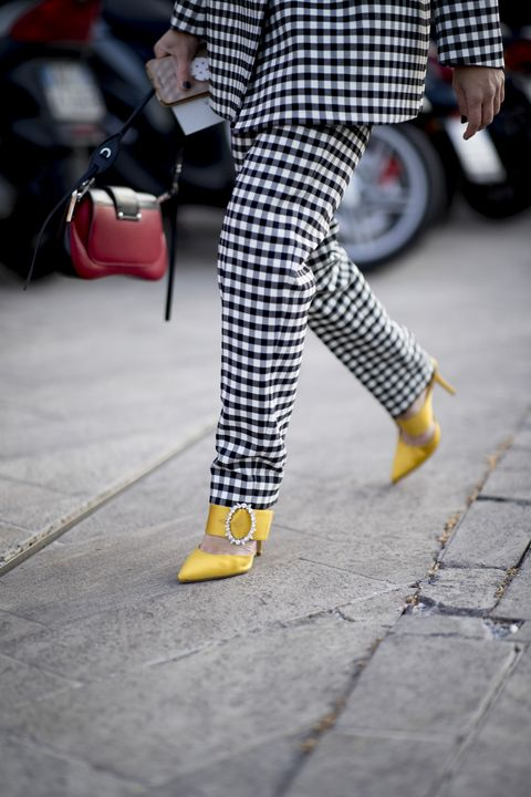 Plaid, Street fashion, Yellow, Tartan, Pattern, Leg, Fashion, Footwear, Design, Shoe,