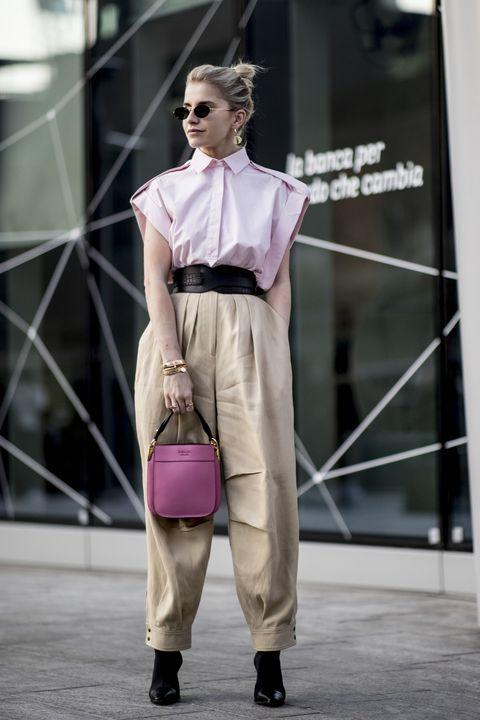 bbd65e097b0d Come abbinare i pantaloni moda donna 2019 militari in  14 look