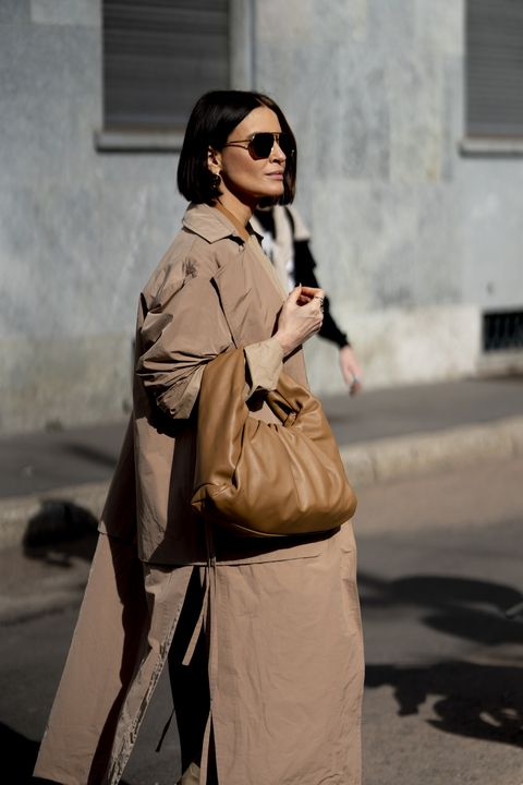 Trench coat, Clothing, Street fashion, Coat, Snapshot, Fashion, Outerwear, Sunglasses, Eyewear, Beige,