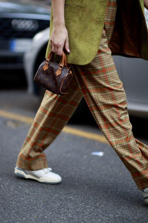 street style milano, pantaloni morbidi