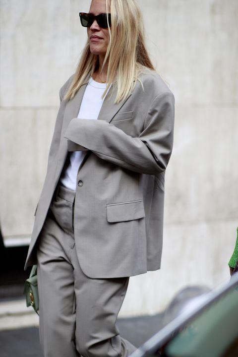 come indossare blazer grigio